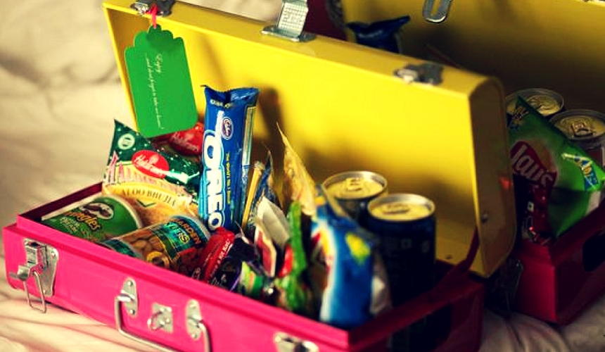Add adequate amount of snacks and drinks in your hamper